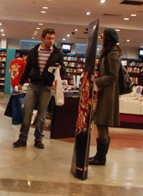 Yine aynı dizide rol alan Tolga Güleç ve Yıldız Çağrı Atiksoy da artık sokakta rahat yürüyemez hale geldi.