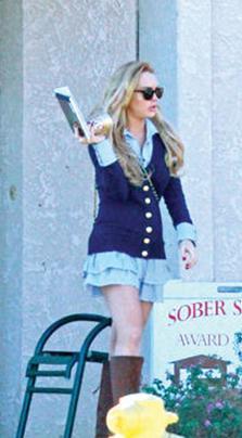YA MAHKEMEDE YA REHABİLİTASYONDA  Küçük bir çocukken yıldız olan Lindsay Lohan hakkında en çok haber çıkan ünlülerden. Onunla ilgili haberler ise genellikle hareketli yaşamından kaynaklanıyor.
