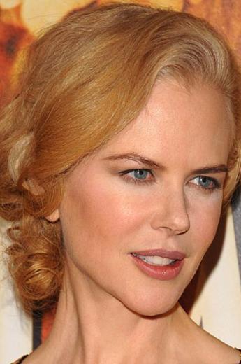 Evli ve iki çocuk annesi olan 43 yaşındaki Kidman, yüzüne botoks yaptırıp yaptırmadığı ya da ne gibi estetik müdahaleler sonucu genç ve güzel kaldığı haberleriyle gündeme geliyor.