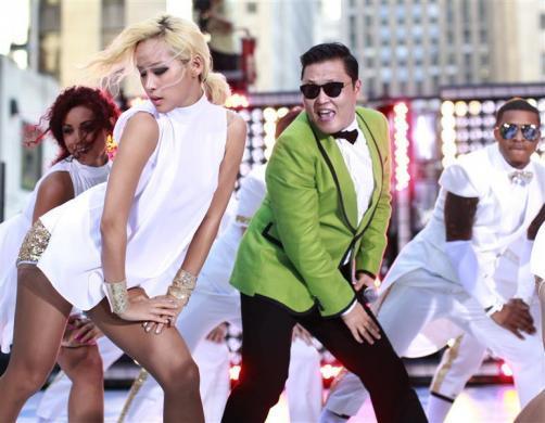 """Güney Koreli şarkıcı Park Jae-sang`in (PSY) tüm dünyada fenomen haline gelen """"Gangnam Style""""ın önlenemez yükselişi sürüyor."""