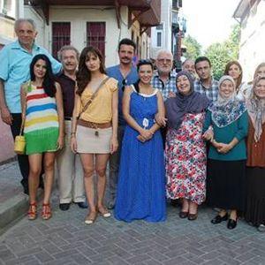 Kutsi ve Selin Demiratar'ın başrollerini paylaştığı dizinin çekimleri İstanbul Sarıyer'de yapılıyor.