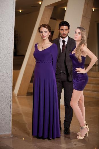 LALE DEVRİ Başrollerini Tolgahan Sayışman, Selen Soyder ve Serenay Sarıkaya'nın paylaştığı ve Fox Tv'de ekranlara gelen Lale Devri, Kandilli'ye kurulan sette çekiliyor.
