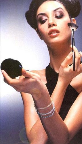 Ahu Yağtu: Haftada iki kez yüzümü sodayla yıkıyorum. Soğuk soda cildimin canlanmasını ve gözeneklerimin sıkılaşmasını sağlıyor.