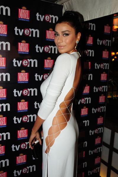 Best Model Of Turkey'in gecesine seksi beyaz kıyafetiyle katılan Ebru Şancı gecede en çok konuşulan isimlerden biri oldu.