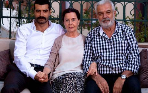 Serdar Gökhan, Fatma Girik gibi iki ustayı genç nesil oyuncularla buluşturuyodu Babalar ve Evlatlar.