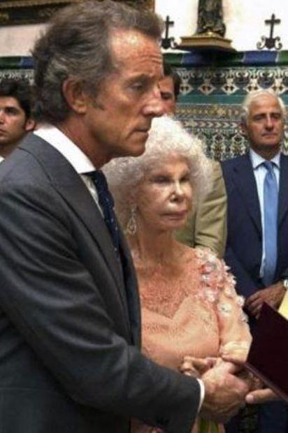 Dünyanın en çok soyluluk unvanına sahip kişisi, 85 yaşındaki Alba Düşesi, Cayetana Fitz James Stuart, üçüncü kez evlendi.