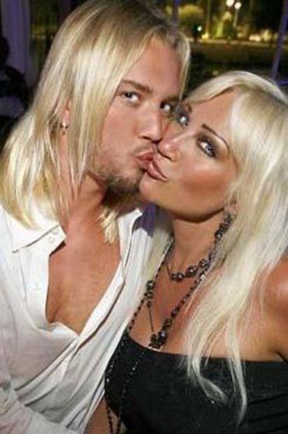 Hollywood sakinleri aşık oldukları zaman hiçbir şeyi umursamıyorlar. Buna yaş farkı da dahil... Bunun en çarpıcı örneklerinden birini de eski güreşçi ve TV yıldızı Hulk Hogan'ın boşandığı eşi Linda Hogan verdi.