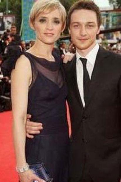 Aktör James McAvoy da eşinden 9 yaş küçük.