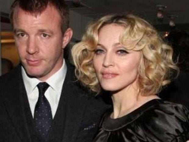 Madonna da eşi ünlü yönetmen Guy Richie'den 10 yaş büyüktü.