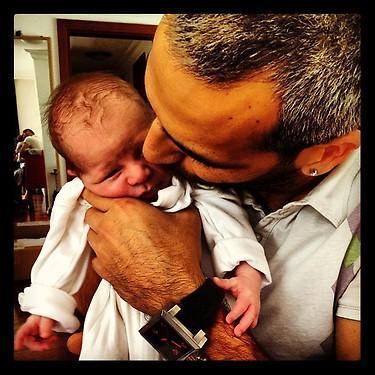 IŞIN KARACA  Kardeşinin fotoğrafını kişisel sayfasında paylaşıp 'Babasının güzeli'notunu düştü.