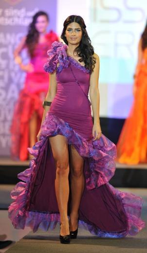 Gelecek yıl yapılacak Miss Deutschland yarışmasına katılma hakkı elde eden Damla Bingöl, iki kişilik Dubai tatili de kazandı.