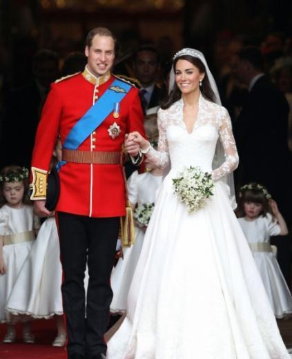 Sonra da milyonlarca genç kızın gözlerini yaşartan bir törenle evlendi. Şimdi de masallardaki gibi bir hayat yaşıyor. Tüm dünya ne yapsa onu izliyor.