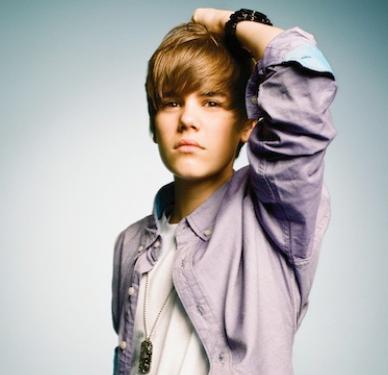 Bieber, henüz 18 yaşında. Milyonlarca yeniyetme genç kızın başını döndürüyor. Elbette kazandığı servet de cabası.