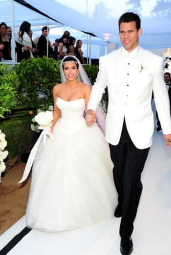 """Ama Kim Kardashian sihirli dokunuşuyla hayatını değiştirdi.   Evliliği 72 gün sürdü ama bu bile onun işine yaradı. Kardashian """"Benimle para ve şöhret için evlendi"""" dese de Humphries'in şanı aldı yürüdü."""