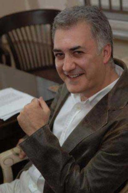 Tamer Karadağlı: Bilkent Üniversitesi Sahne ve Güzel Sanatlar Fakültesi Tiyatro Bölümü'nden mezun oldu.