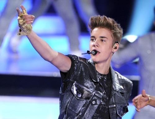 Gençlerin yeni idolü Justin, şöhrete ilk adımını annesinin Youtube'da yayınladığı videolarla attı.