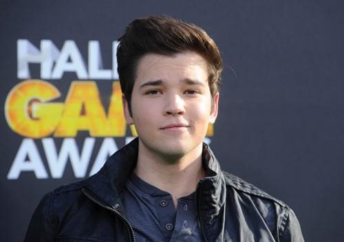 Birçok genç yıldız gibi Nathan Kress de Nickelodeon'la ekranlarla tanıştı.