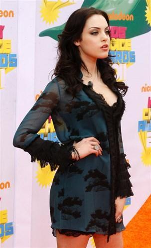 Elizabeth Gillies Gençlik filmlerinin yeni yıldızı Gillies güzellliğiyle göz dolduruyor.