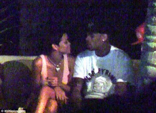 Ünlü şarkıcı Rihanna'nın eski erkek arkadaşı Chris Brown Los Angeles'ta birlikte görüntülendi.