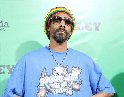 Jamaika seyahatinden sonra kendini Bob Dylan sanan Snoop Dogg yıllar sonra adını Snoop Lion olarak değiştirdiğini açıkladı. (Photo:Getty)