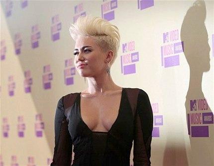 Hannah Montana karakteriyle ünlenen Miley Cyrus'ın punk imajı çizmeye çalışması büyük bir hataydı. (Photo:Newscom)