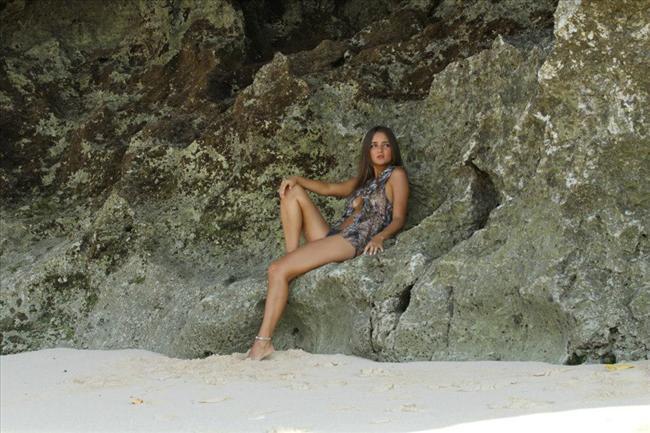 Açık artırmanın kurallarına göre, Catarina şimdi muayeneye girecek ve bakire olduğunu ispatlayacak.