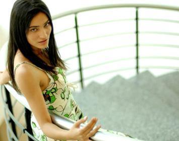 Saadet Işıl Aksoy da yönetmeliğini Tunç Okan'ın üstlendiği Umut Üzümleri adlı filmindeki rolünü başkasına kaptırdı.