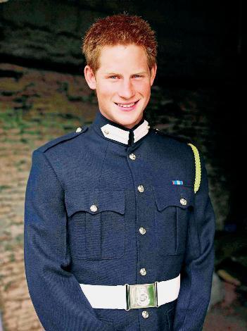 BARDA Prens Charles'ın küçük oğlu Prens Harry'nin bir gece kulübünde sevişirken yakalanması büyük bir sansasyon yaratmıştı. Gece kulübünde eğlenen çapkın Prens Harry, 20 yaşında Katherine Smith adında sarışın bir barmen kızla birlikte olmuştu.