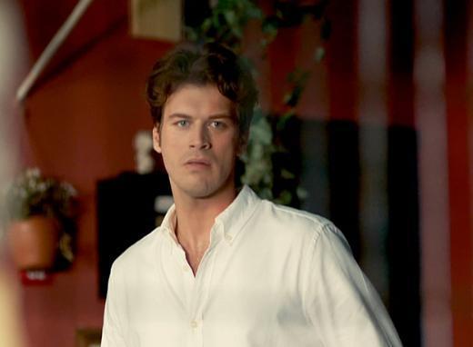Aynı dizide Kıvanç Tatlıtuğ'un oynadığı Kuzey de Cemre'ye aşık.