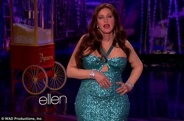 ABD'li oyuncu ve komedyen Ellen DeGeneres talkshow'u ile yine adından söz ettirmeyi başardı. Vergara'nın Emmy ödül töreninde giydiği kıyafeti giyen ve başına gelen talihsiz olayı da sahnede canlandıran Ellen, bu gösterisi ile herkesi çok eğlendirdi.