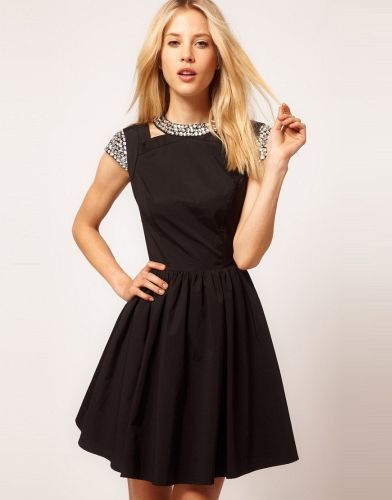 Yakası ve kolları taş detaylı mini siyah elbise