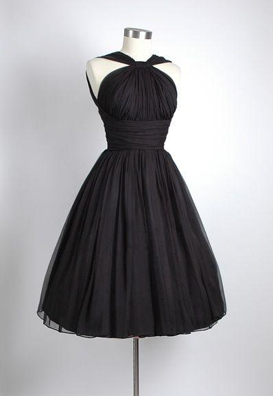 Gögüs kısmı çapraz modelli belden oturtmalı kloş siyah elbise