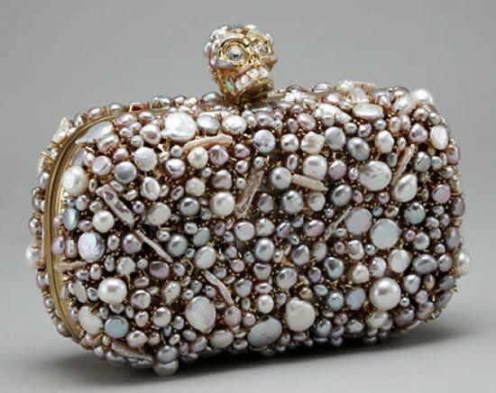 Kuru kafalı taşlı çanta