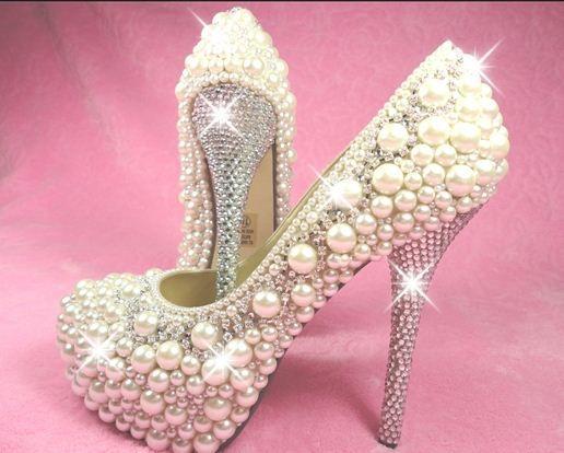 İnci kaplamalı ayakkabı