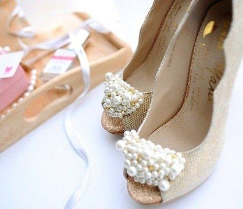 İnci detaylı topuklu ayakkabı