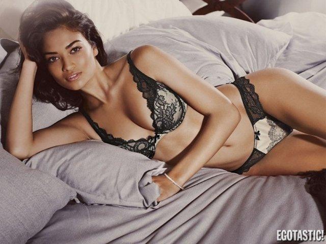 Shanina Shaik'ın iç çamaşırlı halleri çok hoş
