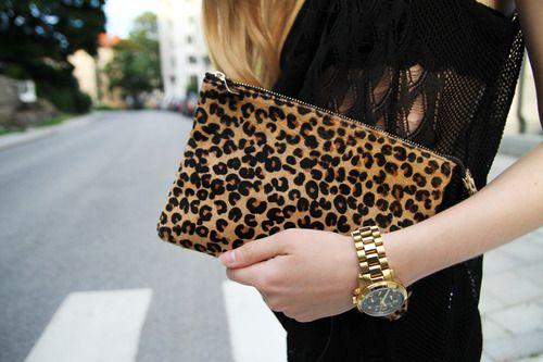2013 yılında çok moda olan leopar deseni 2014 modasına da damgasını vuruyor. Bu kış leopar desenli çizme, iç çamaşırı ve çantalardan vazgeçemeyeceğiz. 2014 yılı sanıyorum yine leopar yılı olacak...   Moda Editörü: Duygu ÇELİKKOL