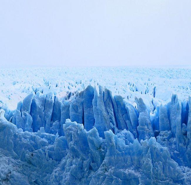 Perito Moreno Buzulu, Arjantin.  156 kilometrekare çapındaki bir alanı kaplayan buzullar evleriminizin dışını kapladığımız yalıtım malzemelerine benzemiyor mu?
