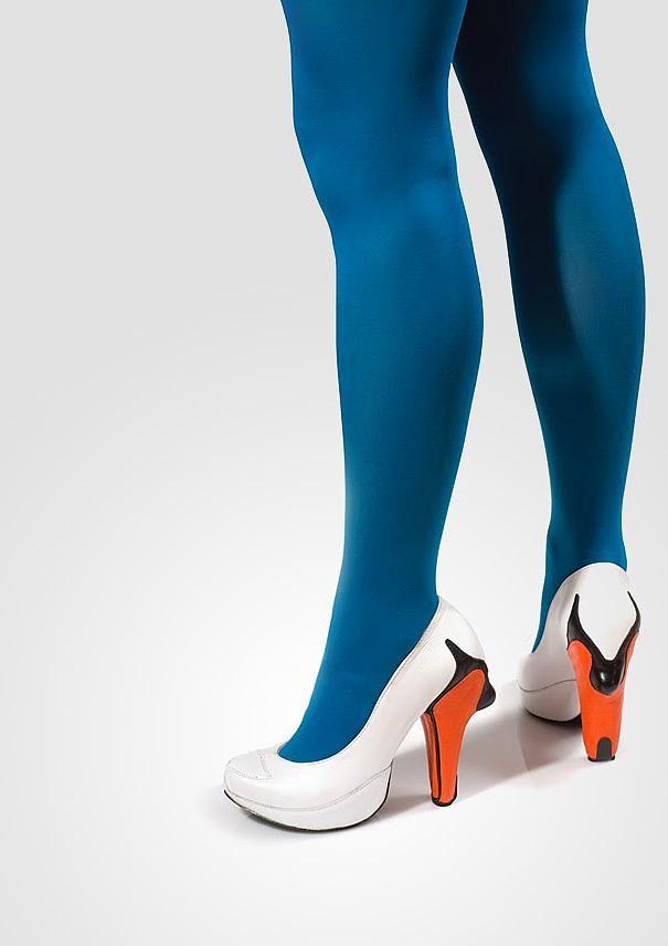 İşte size gelmiş geçmiş en yaratıcı beyaz topuklu ayakkabı! Topuğu bir kuş gagası olan bu ayakkabı çok farklı duruyor.