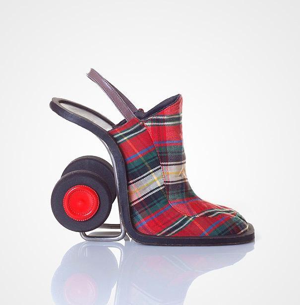 Alışveriş sepeti şeklinde yapılan bu ayakkabı kadınlar tarafından çok ilgi göreceğe benziyor.