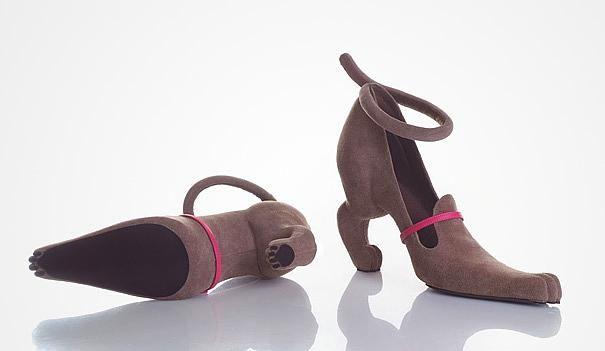 Köpeğe benzetilerek yapılan bu ayakkabı hayvan severlerin dikkatini çekebilir.