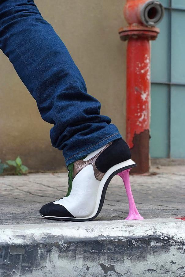 Topuğu ayakkabınıza yapışan sakız şeklinde olan bu ayakkabı gerçek gibi duruyor.