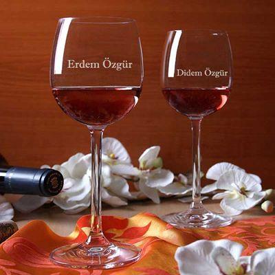 Kişiye özel, aşkınızı anlatan bir çift şarap kadehine ne dersiniz? Yılbaşında, sevgililer gününde ya da kişiye özel hediye vermek istediğinizde bu şarap kadehleri çok farklı ve hiçbir yerde göremeyeceğinizhediyelerden olacaktır.