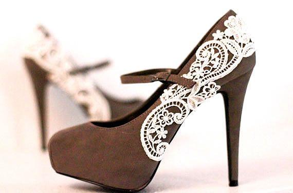 Topuklu ayakkabı seven bir bayan.. Kulağa hiçte yabancı gelmiyor değil mi? Anneniz de bu bayanlardan biriyse bu hediyeniz karşısında sevinçten havalara uçacaktır.
