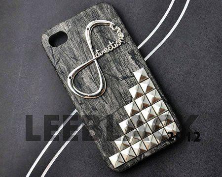 Sonsuz sevginin bir sembolü daha iPhone kılıfında. Kareli taşların yanı sıra sonsuz sevgiyi bu kılıfla hissettirin!