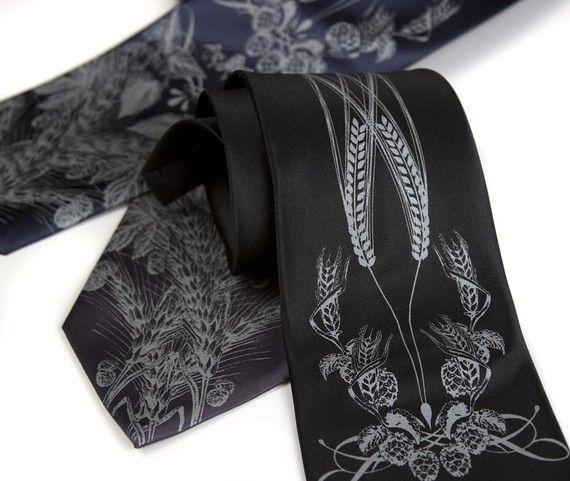 Buğdayın nefis görüntüsünün kravat üzerinde olan farklılığını keşfedin. Yılbaşı hediyesi olarak verebileceğiniz bu kravatı tavsiye ediyoruz.