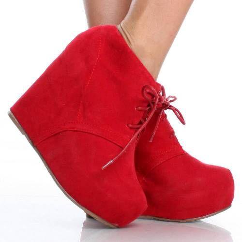 Tabandan oluşan bağcıklı kırmızı ayakkabı