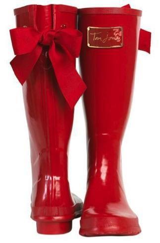 Kırmızı renkte yağmur çizmesi