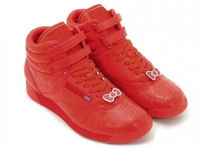 Kırmızı renkte spor ayakkabı