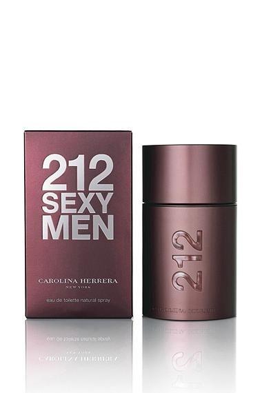 """Carolina Herrera 212 Sexy Edt 100 mL 169,99 TL  212 en zor kadını bile etkilemesi garanti bir parfüm. Hem enerjik, hem dayanıklı hem de kaliteli kokuyor. Bakalım yaratıcısı parfümü nasıl tarif etmiş:  """"Seksi, gizemli, erkeksi... 212 Sexy Men, mandalina ve bergamotla belirginleştirilmiş enerjik bir tazeliğin kombinasyonu. Kakuleyle harmanlanmış biber ve çiçeklerin taç yapraklarına ait notalar zarif ve baharatlı bir çekicilik yaratıyor. Vanilya ve miskle harmanlanmış odunsu alt notalarla da erkeksilik dışa vuruluyor.   Şişenin kapanışı ve açılışı, patlıcanın ve koyu pembe tonlarının duyusal karakterini tamamlayan güç, dayanıklılık ve kalite duygusu veriyor."""""""